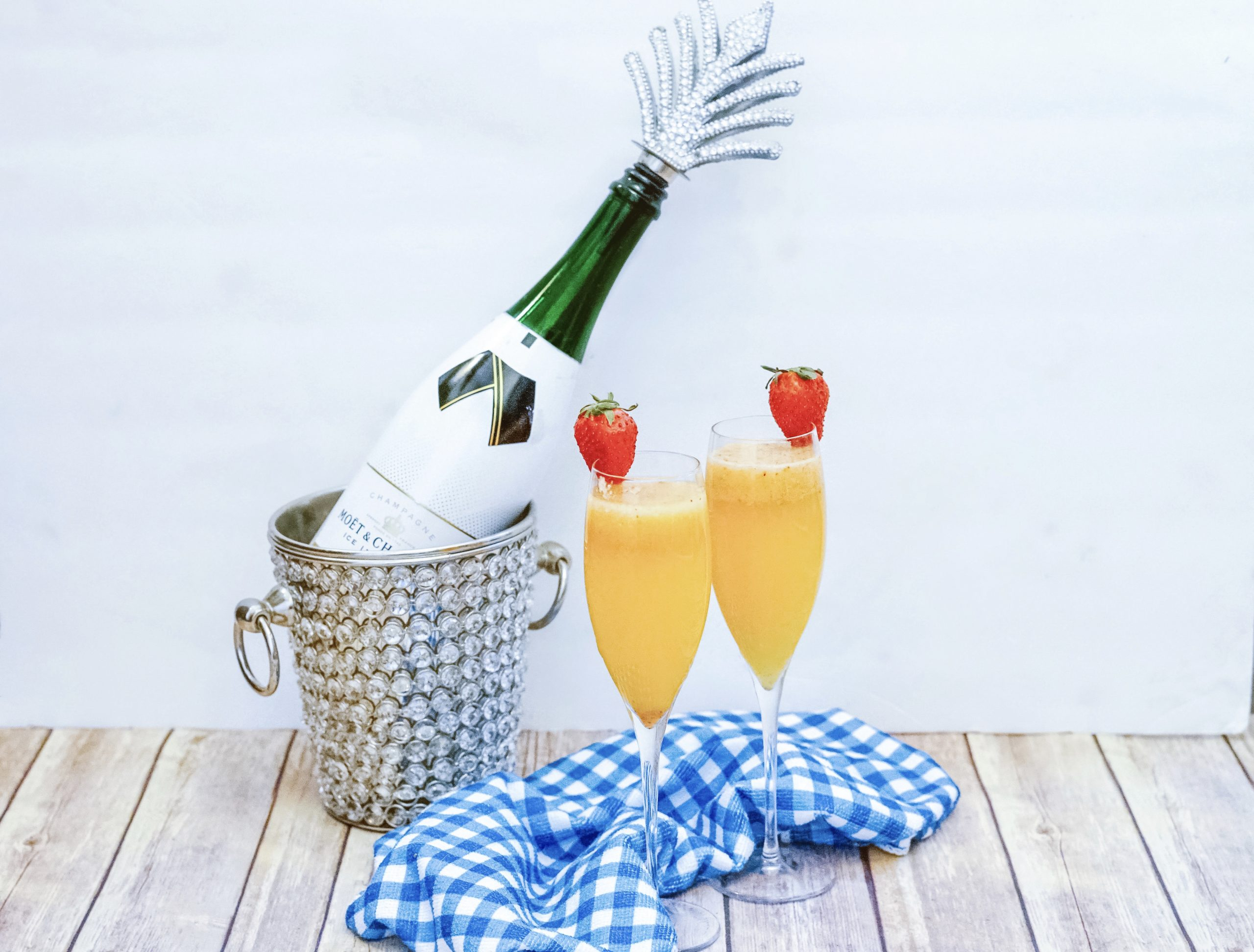 Delicious and Easy Strawberry Mimosa Recipe